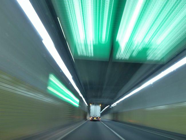 コレもRicoh GRD III 📷✨ Driving Around Tonnel Truck Lights Lines Vanishing Point Learn & Shoot: Leading Lines Moments Mein Automoment Hello World Enjoying Life Need For Speed 首都高速