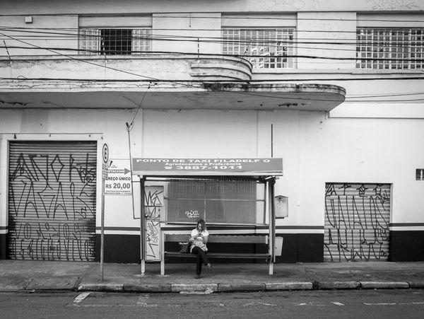 São Paulo, Brasil. 2015. ©Gustavo Mondragon ©La Calle Foto Lacallefoto Lumixg3 Latinstreetcollective Streetphotographers Saopaulo Latinstreetphoto Streetphoto_bw Streetssaopaulo Streetphotography Taxi