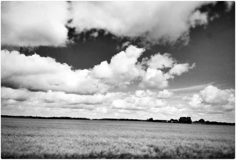 Chiediamo che passi tutto lo star male... a chi chiediamo? Enjoying Life On The Road Dreaming Waiting Black & White Love Sky