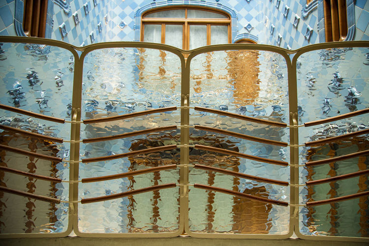 Dentro del lagarto Architecture Window Indoors  Built Structure Transparent Building Glass - Material Wall - Building Feature Design Full Frame Pattern Symetry