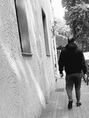 People Photography People On The Street Portrait Photography Portrait Portrait Of A Man  Rear View From Behind Black And White Photography Black And White Collection  Black And White Portrait Walking Day City Street City Life Street Life Summertime Person Man In Black People_collection Monochrome Photography Galaxy S7 Edge