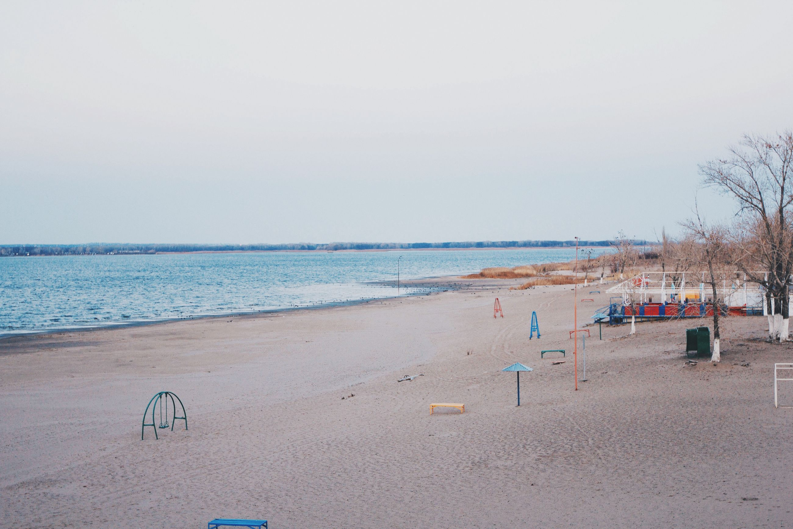 beach, sea, sand, shore, water, horizon over water, clear sky, tranquil scene, tranquility, copy space, scenics, nature, beauty in nature, vacations, sky, incidental people, idyllic, day, coastline, relaxation