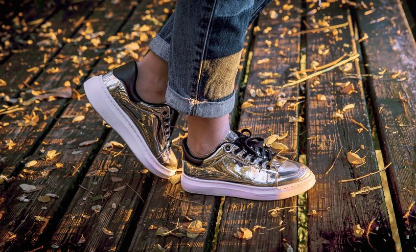 Colors Luce D800 Day Autumn Autumn Colors Autumn🍁🍁🍁 Autumn Leaves Shoe Shoes ♥ Shoes Reflections Morning Morning Light Leaves Leave Leaves🌿 Leaves 🍁 Yellow Silver  Silver Colored Scarpe Autunno  Light Beauty Second Acts