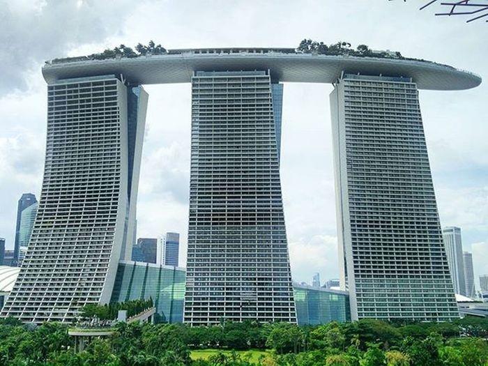 Another view of the Marina Bay Sands. Singapore Marinabay Marina Downtown Marinabaysands Gardensbythebay Hotel Resort Luxury Posh CNYSG Cny2016 Chinesenewyear Infinitypool HDR Fivestar