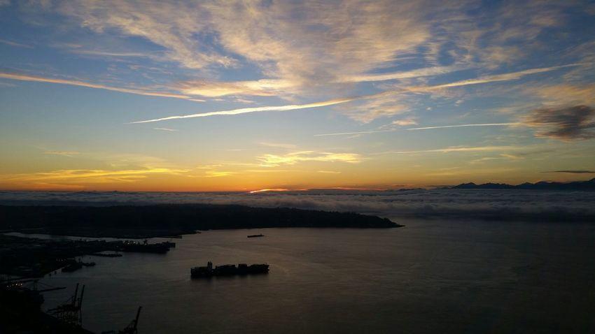 Sunset #sun #clouds #skylovers #sky #nature #beautifulinnature #naturalbeauty #photography #landscape Seattle EyeEmbestshots Urban Reflections Eyeemsky Popular Photo Popular Photos Popularpage