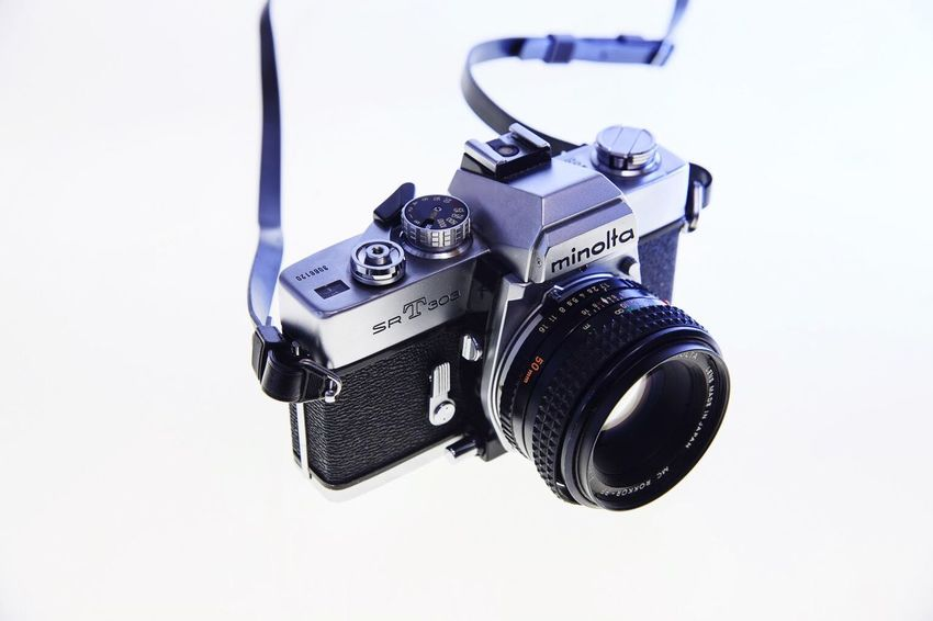 Camera - Photographic Equipment Photography Themes Digital Single-lens Reflex Camera SLR Camera Old-fashioned Studio Shot Lens - Eye Photographic Equipment Digital Camera Home Video Camera Television Camera No People White Background Technology Filming