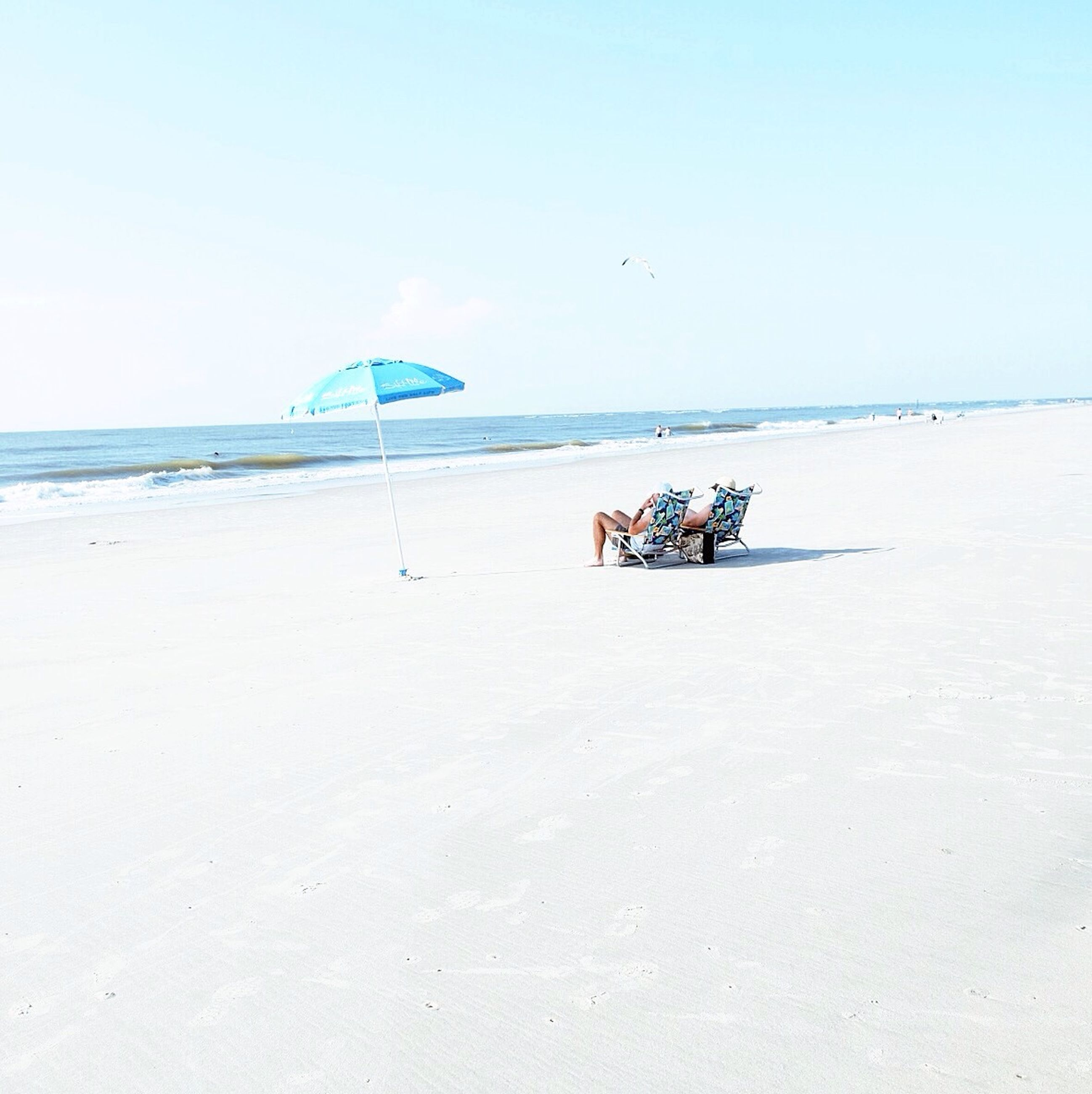 sea, beach, horizon over water, sand, clear sky, water, shore, copy space, vacations, tranquil scene, tranquility, leisure activity, scenics, nature, blue, beauty in nature, men, sky, lifestyles
