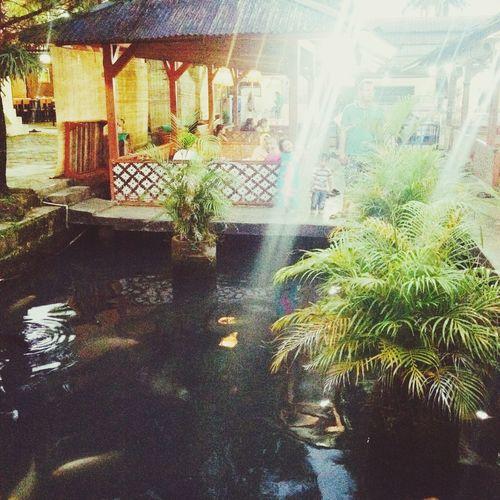 Saung Hanging Out Khas Sunda Cirebon