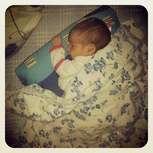 Kucuk Meleqimiz Mışılmışıl Uyuyor ♥♡♥