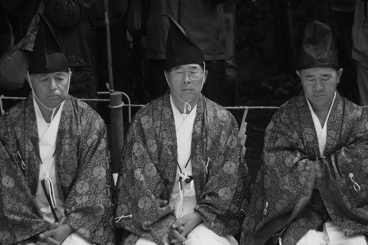 3 Shinto priests Miyazaki Ushiodake Shinto Shrine Festival Priest Kannushi 潮嶽神社 神楽 神主