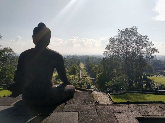 Stay here... Silhouette Sky Outdoors Nature Statue Borobudur Temple, Indonesia Centraljava Sunlight Sun The Great Outdoors - 2017 EyeEm Awards EyeEmNewHere The Architect - 2017 EyeEm Awards Sommergefühle