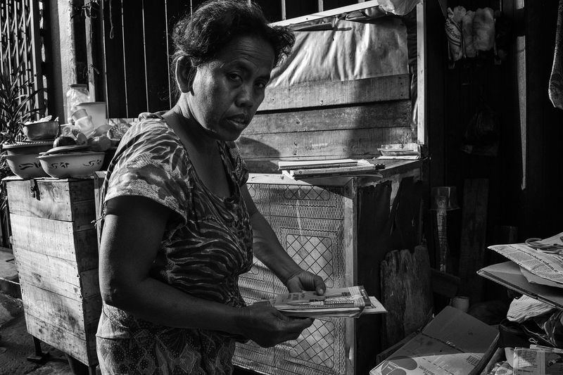 Busy Morning Bw_collection Bwphoto People Street Streetphoto_bw Streetphotography Woman Working