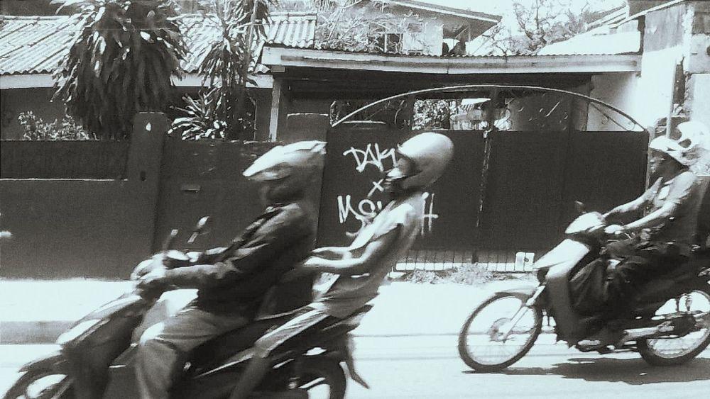 ⊂二二二( ^ω^)二⊃whee Monochrome Motorcycle モノクロ バイク