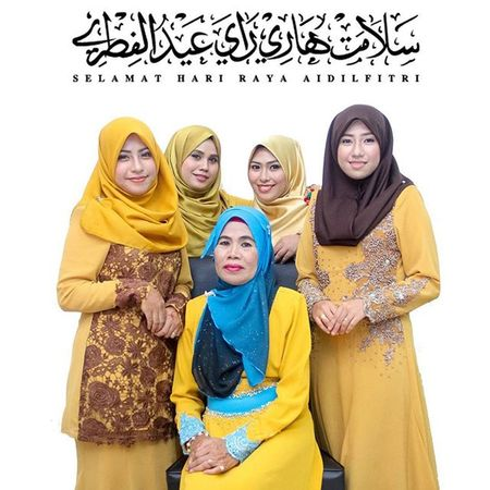 The Raya Girls Family RayaFamilyPortrait Raya2015 Photoshoot photographer awesome beautiful best sisters bestoftheday moment mom happy moslem shutterlicious malaysia