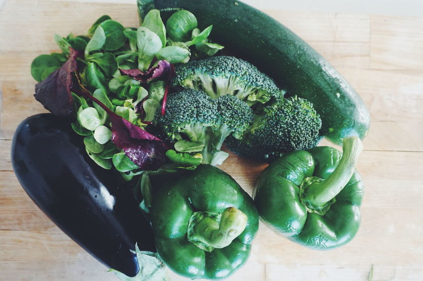 green and healthy eating Zucchini Squash - Vegetable Vegetable Eggplant Top View Top Perspective Healthy Eating Healthy Eating Healthy Healthy Food Artichoke Flower Vegetable Table Wood - Material High Angle View Close-up Green Color Food And Drink Raw Food Leaf Vegetable Cabbage Cauliflower Broccoli