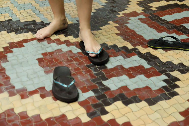 신다 Fliese Fuß Put On Anziehen Body Part Full Length Shoe Tile Tiled Floor 발 신다 타일
