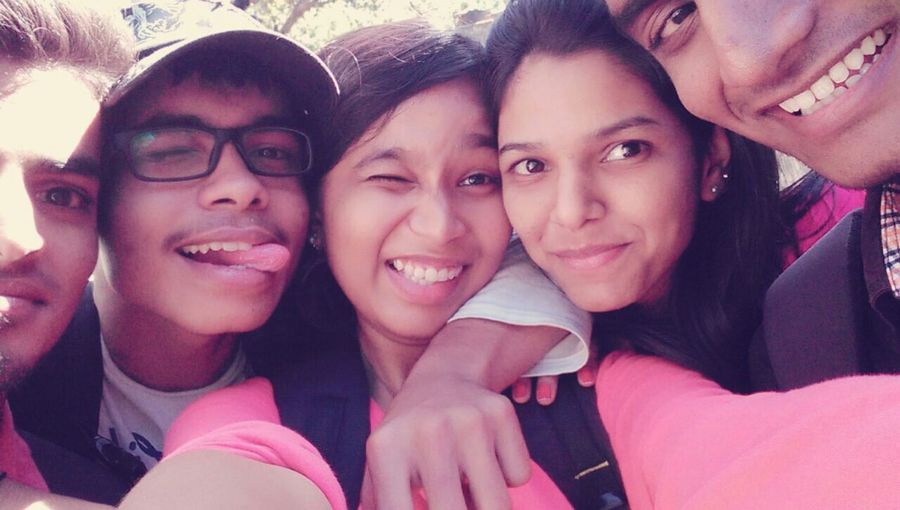 Check This Out That's Me Enjoying Life Hanging Out Group Photo Enjoying With My Friends  Chilling With Friends Groupie My Best Friend Ever Best Friends 👩💬Cool💫 👚👏💥 👖 👠👠 😄😘😘😘 Women Who Inspire You