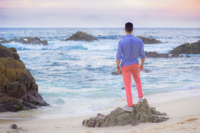 A un paso Del Mar Sea Water Beach Land One Person Rear View The Great Outdoors - 2018 EyeEm Awards Beauty In Nature Full Length Scenics - Nature Standing Horizon Over Water Nature Lifestyles Motion Real People Leisure Activity Sand Rock Outdoors Looking At View