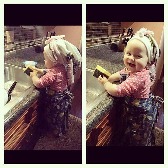 Benim Ilerdeki Kızım Hamarat tombiş yanaklı annesi kılıklı olacak yemek tam ısırmalık tatlı şekerim ????