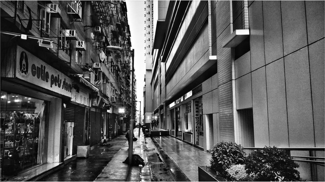 Walked past some alleyway. Walking Around Streetphotography Blackandwhite Photography Escaping Oneography Deep Thoughts