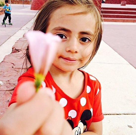 Mi sobrina modelando... Flowers Flower Flor Calama Chile Parque Loa Tierra De Sol Y Cobre Oasis Girl Red Nina