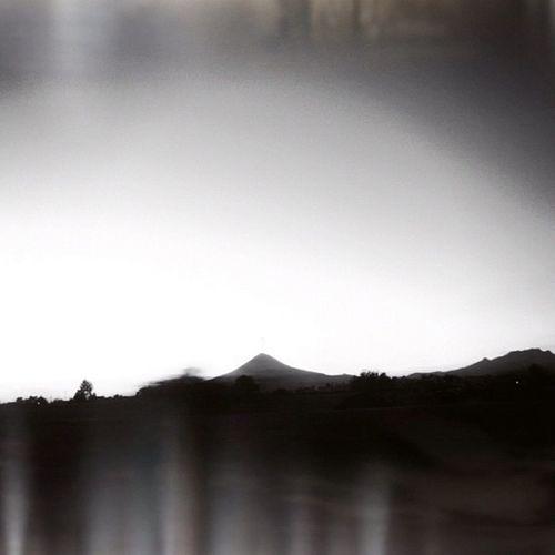 La sombra del volcán. Volcán Igersmexico Scenery Igerspuebla Mexico Contraste Puebla Paisaje Bw Horizon Popocatepetl Cielo Contrast Horizonte Cholula Mextagram Bn Byn
