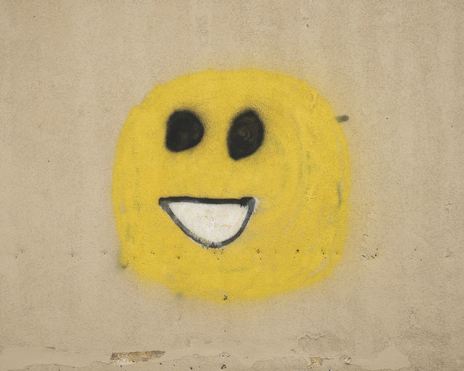 Fun Graffiti Sign Signs Typography Anthropomorphic Face Anthropomorphic Smiley Face Close-up Font Happiness Information Information Sign Signs, Signs, & More Signs Signs_collection Smiling Spray Paint Urban Yellow