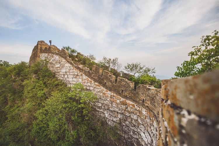 Low angle view of great wall against sky