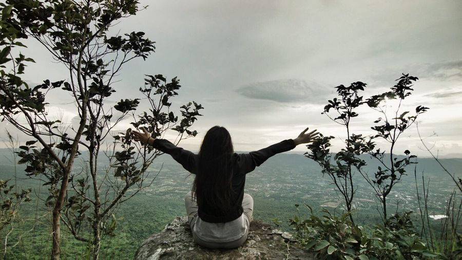 Real People Arms Raised Arms Outstretched Rear View Tree Nature One Person Outdoors Field Day Women Growth Sky Lifestyles Beauty In Nature Young Adult Adult People Thailand Wanderlust Trekking Travel Destinations Top View Relaxation Hill