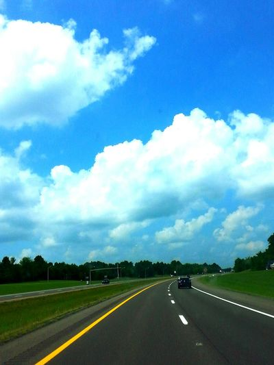 The Journey Is The Destination Enjoying Life Who Wouldn't Wanna Be Me Hello World Personal Perspective TruthIsBeauty Photographic Art JustJennifer@TruthIsBeauty Meinautomoment Mein Automoment Blue Wide Open Spaces Sky Nature Cloud - Sky Blue Sky Cloud Tranquility Kentucky Interstate Kentucky .. Daytime Highway Photography Heading Home Long Way To Go...