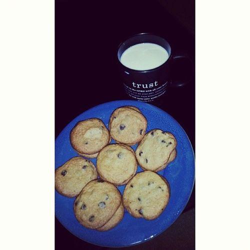 Dessert Milkandcookies Sweet Chocolatechip Yummy