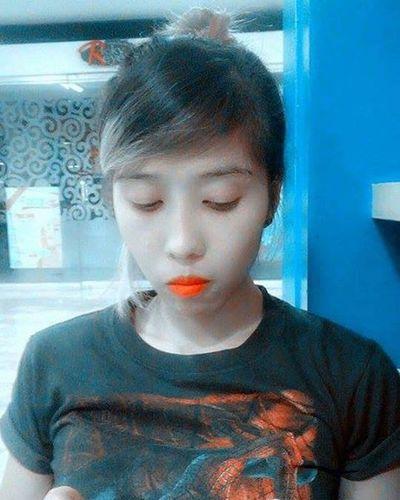 Me time 😝 Hairbun OrangeishLips SpiderManTShirt Busymode