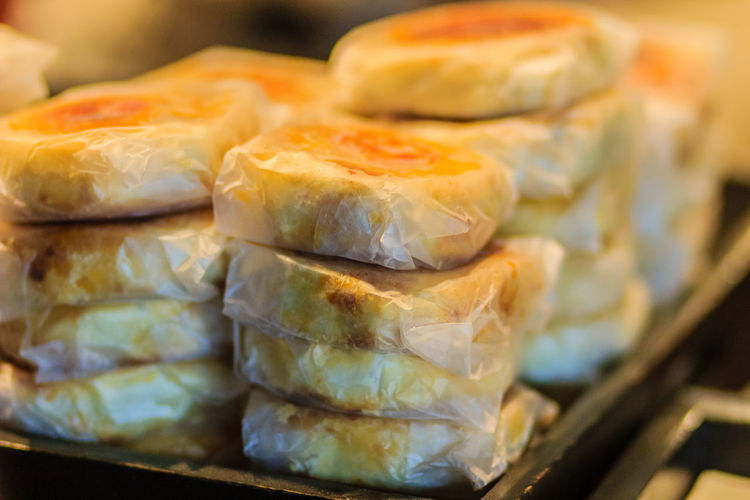 Moon cake or Chinese ancient dessert called 'Pia',ancient dessert Made from flour to Baking heat Mashed golden beans stuffed with salted egg yolk,Chinese pastry or moon cake. Chinese Ancient Dessert Moon Cake For Sale Moon Cake Time Pia  Close-up Day Dumpling  Food Food And Drink Freshness Healthy Eating Indoors  Moon Cake Moon Cake Festival Moon Cakes Moon Cakes Festival No People Ready-to-eat Seafood