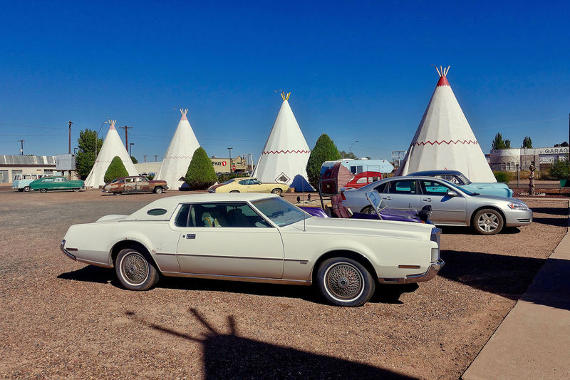 The Wigwam Motel in Holbrook in the USA. Arizona Cars USA WigWam Motel Architecture Blue Sky Building Exterior Built Structure Clear Sky Day Holbrook No People Outdoors Shadow Sunlight Vintage Cars Wigwams