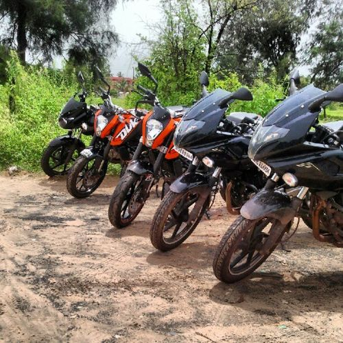 Awesome beach ride with @evander_f Ktm DUKE  Pulsar220 Goa