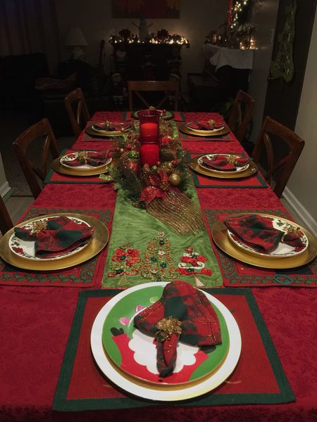 The Culture Of The Holidays Christmas Table Christmas Table! Christmas Lights Christmas Decorations Christmas Around The World Christmas Ambiance Fancy Table Beautifully Organized