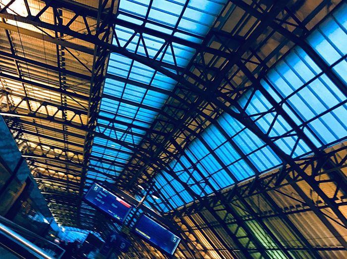 Voie Cinque Ok Life Voyage Neon Tetto High Stonegraphix Lausanne Trip Gare Station Blue