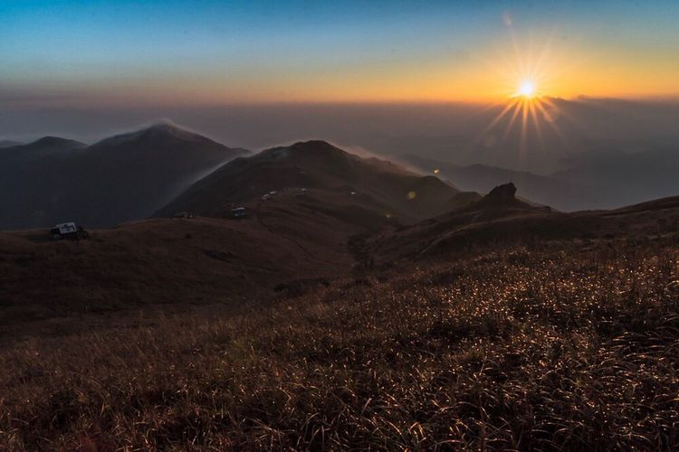 The best sun and the best mountain Mountain Beauty In Nature Sky Sunset Nature Sun Scenics Outdoors Tranquility Tranquil Scene Sunbeam Landscape No People Day Hklandscape Hkscene