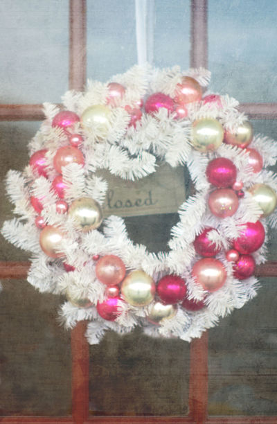 Close-up White Christmas Wreath.pink Christmas Wreath,pink Christmas Decorations,Christmas Decoration,decoration,pink Christmas Balls,