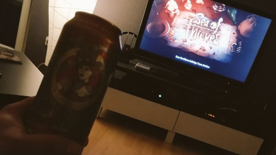 Testing Sea of Thives !! XboxOne Sea Of Thieves Playing Games Eichbaum Beer Time Gaming Time Gaminglife Feierabend Illuminated MOVIE Close-up