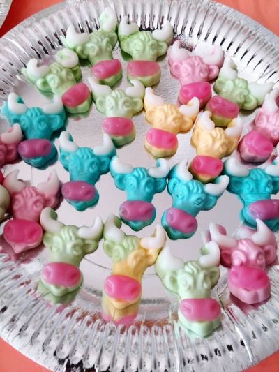 Sweet Sweets Pornfood Foodporn Treat Treats Gummibärchen  Haribo Madcow Cows Bulls Taurus Silverplated Sulver Plate Colourful Pink Flock Mob Kids Party