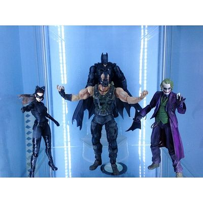 Finally completed The Dark Knight Play Arts set. Took awhile. Gonna change up the poses but for now this will do.