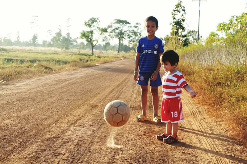 Child Two People Playing Ball Son Smiling Soccer Baseball - Sport Happiness Outdoors Friendship Lifestyles