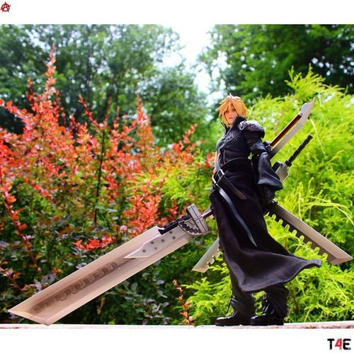 Play Arts Kai Cloud Strife <> Tcb_runbackwards