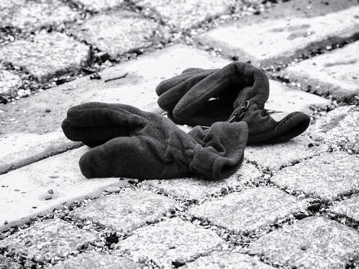 Forgotten glowes on the streets of Oslo Black & White Close-up Forgotten Glowes Glowes Glowes On Street No People Sidewalk Street Glowes Winter Glory