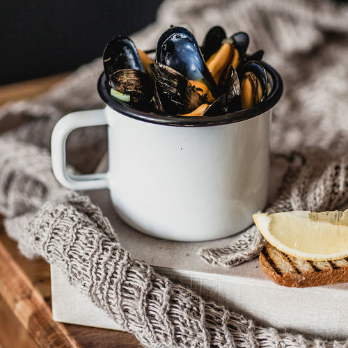 mussels in a cup Bread Close-up Cup Food And Drink Fresh Freshness Healthy Healthy Eating Healthy Food Indoors  Lemon Meal Mussel Mussels No People Ready-to-eat Seafood SLICE