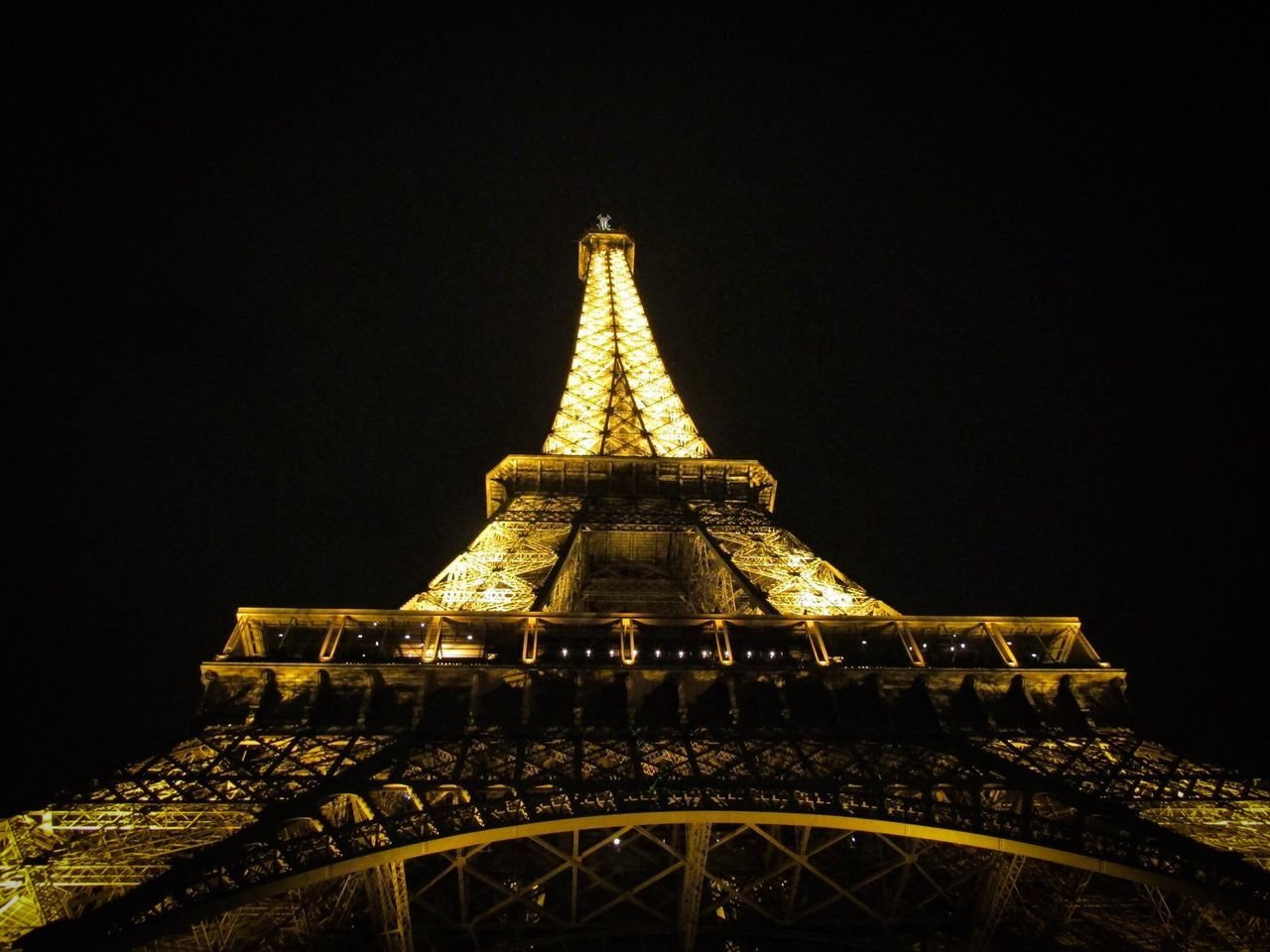 architecture, built structure, low angle view, travel destinations, tower, building exterior, tourism, copy space, history, no people, travel, outdoors, night, illuminated, clear sky, sky