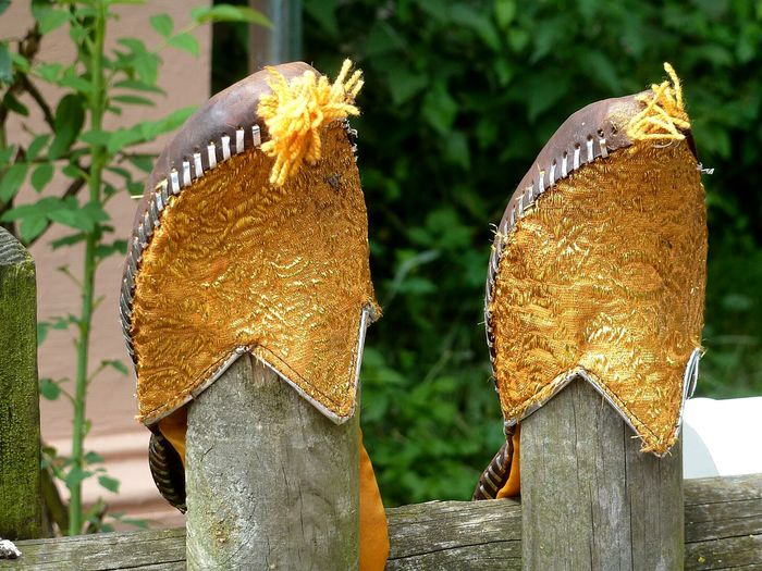 Pantoffelheld was here☺ Two Is Better Than One Henpecked Slippers Golden Shoes Check This Out Hanging Out Fence Art TakeoverContrast Colors and patterns Lieblingsteil Break The Mold The Week On EyeEm Paint The Town Yellow