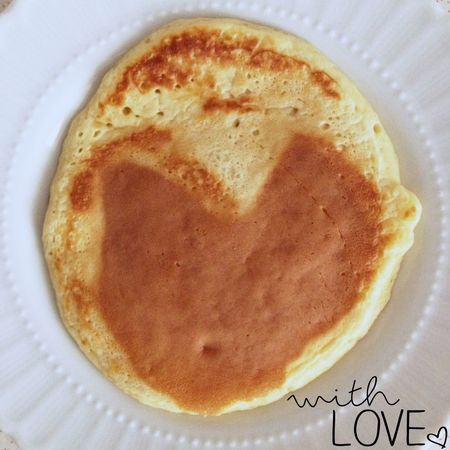 Sevgi ile yapılan Panecakes kilo yapmazmış!💛👀 Yersen 😜 yaşamak için değil de Yemek için yaşayanlardanım gene buara!😏acilen🚨bu tarz➕çikolata yemeği bırakmalıyııım!😱😒🍫😍😋😁