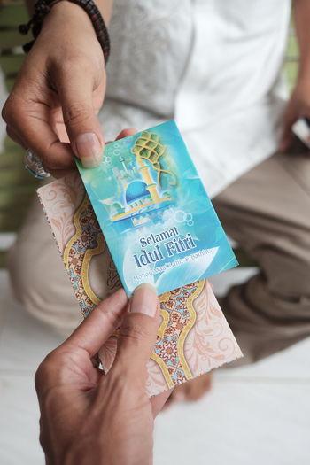 Selamat Idul Fitri Angpao Eid Mubarak Paper Currency Currency Savings Holding Coin Finance Business Finance And Industry Counting Finance And Economy